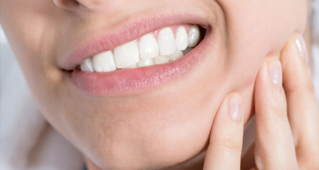 Как да разберем скърцаме ли със зъби? И как да се справим с това?