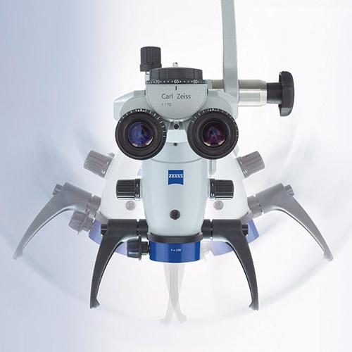 Кореново лечение под микроскоп Zeiss